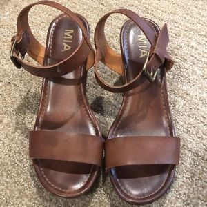Adorable Mia clog heels